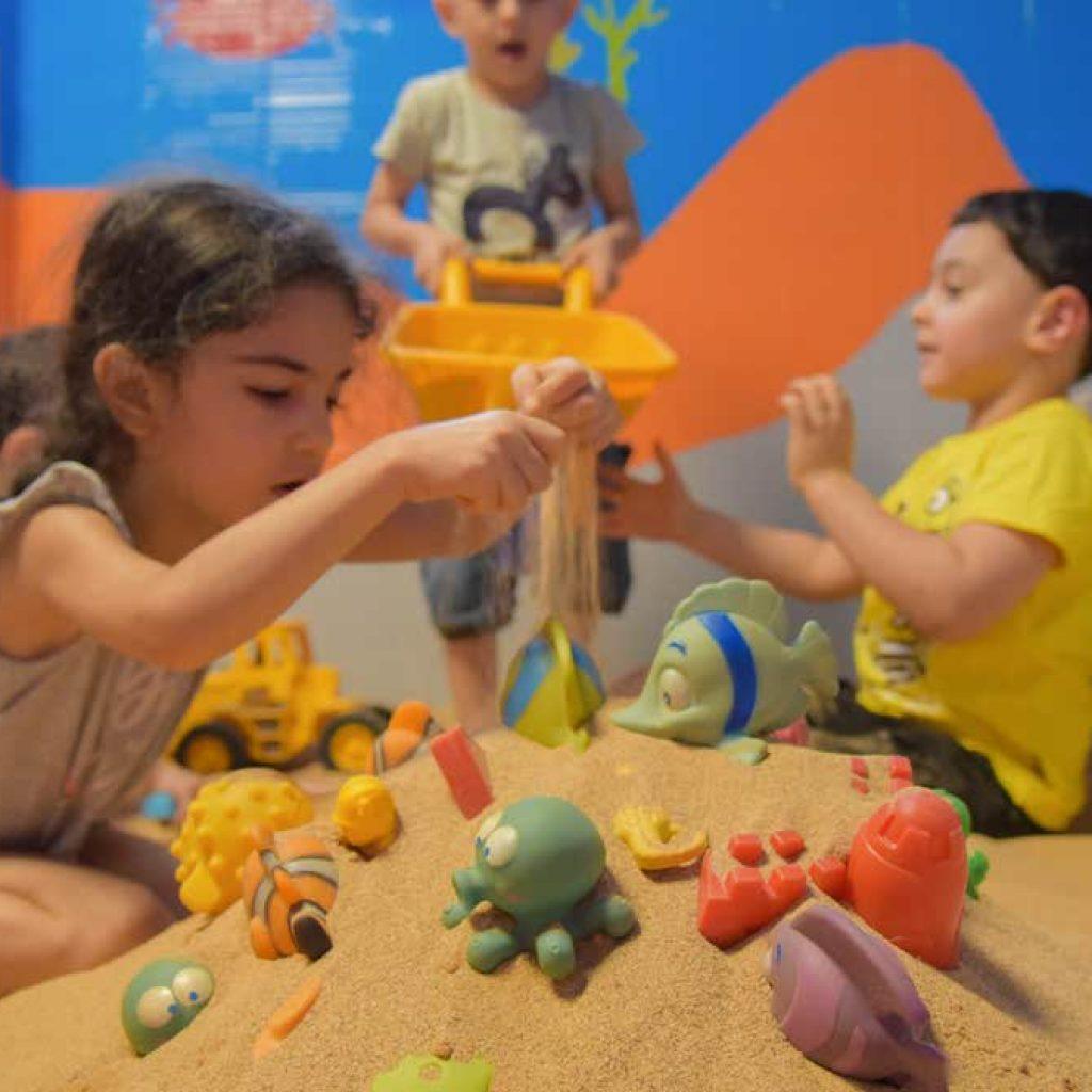 شن بازی در مهد کودک
